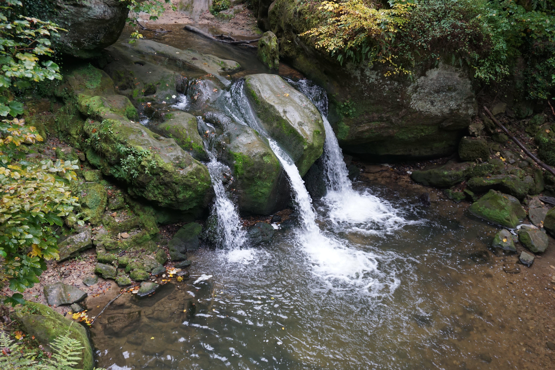 Cascata no Trilho de Mullerthal, no Luxemburgo