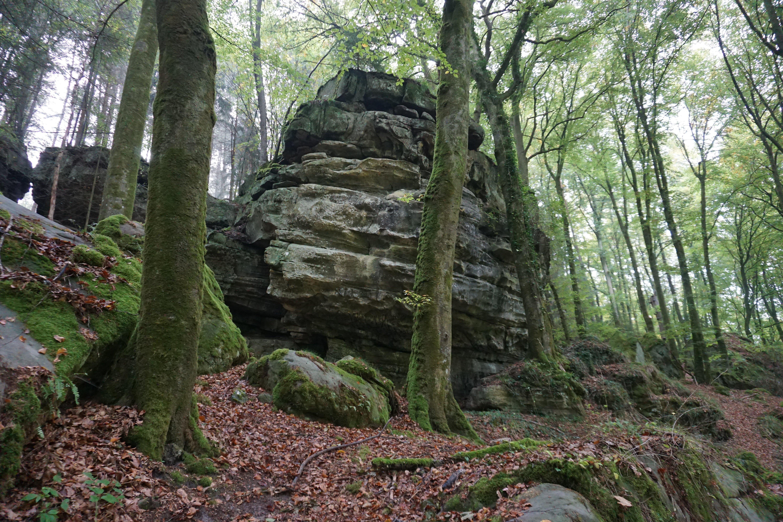 Rochas do Trilho de Mullerthal, no Luxemburgo 03