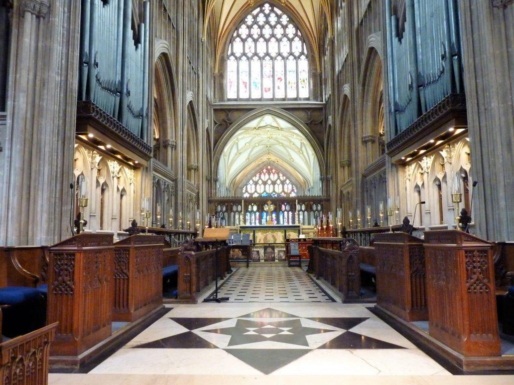 St Mary Redcliff interior Bristol Inglaterra 02